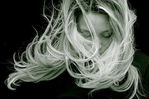Co uwzględnić, jeśli chcemy kupić dobrą szczotkę do włosów?