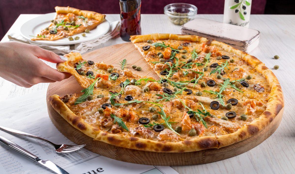 Pizza: lubiane danie włoskiej kuchni